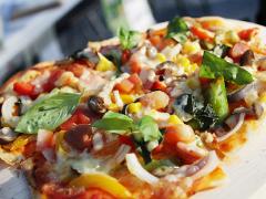 写真:熱々の焼き立てピザ