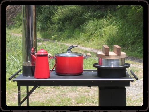 写真:テーブルコンロ上で調理ができる準備が整いました。